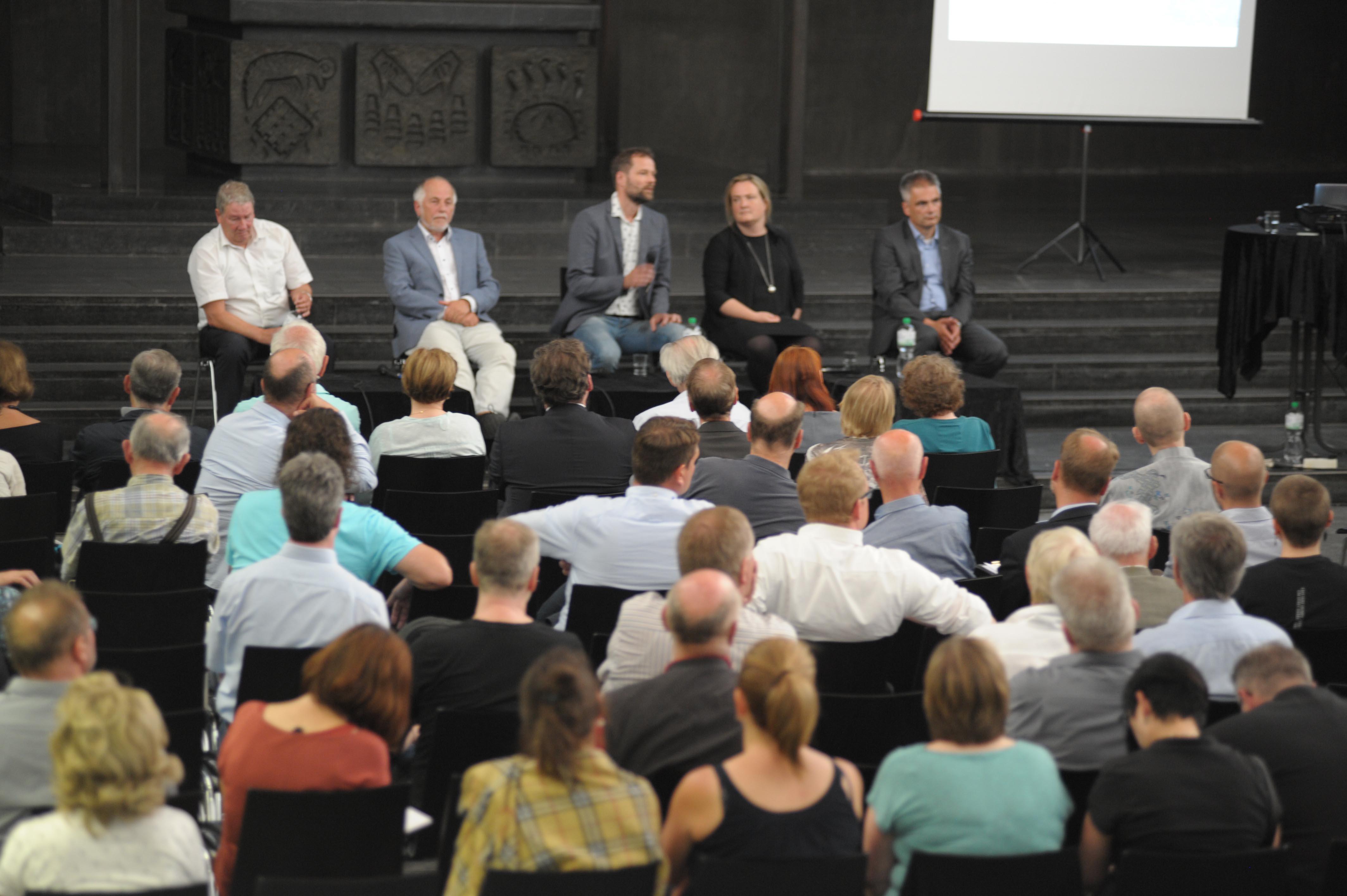 """Podiumsdiskussion in der Liebfrauenkirche – eine Zusammenfassung: """"In was für einer Stadt wollen wir Leben?"""""""