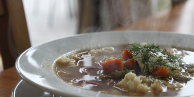 Kostenlose Suppe für hungrige Menschen in Duisburg